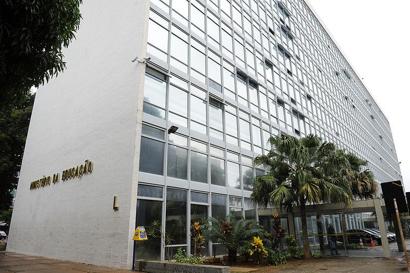 Foto da fachada do Ministério da Educação (MEC), em Brasília
