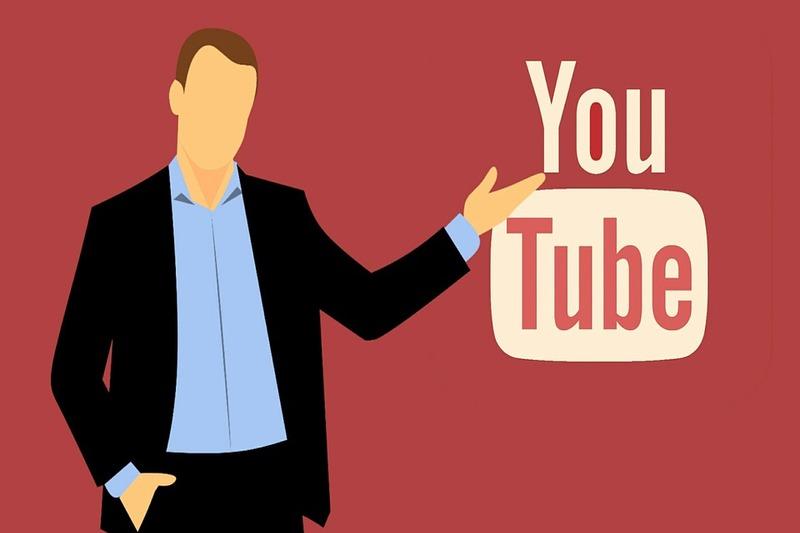 uma ilustração aponta para a logomarca do Youtube.
